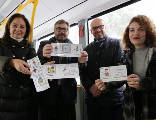La empresa municipal de autobuses de Córdoba instala pictogramas en sus vehículos para mejorar la accesibilidad cognitiva para las personas con TEA
